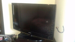 SAMSUNG TV WITH REMOTE.