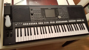 JUST REDUCED!!! Beautiful, almost  Brand new!!!! Yamaha PSR-s950