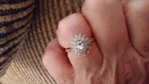 Ladies diamond cluster 14 ct yellow and white gold