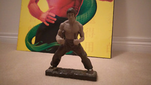 Bruce Lee - Statue and Wall Decoration - excellent condition