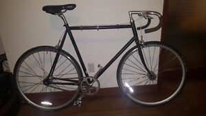 FUJI FEATHER FIXIE BIKE 400$