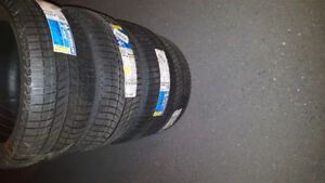 4 pneus Hivers michelin x-ice xi3 225 45r18  NEUF