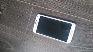 Samsung cell phone in mint condition