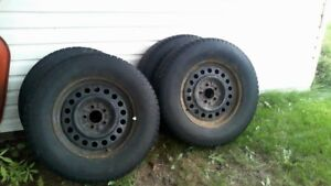 WINTER TIRES WITH RIMS OFF 2012 FORD ESCAPE 235/70/16