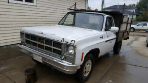 1980 Gmc. 350 engine with 105.000 kms runs and drives!!!