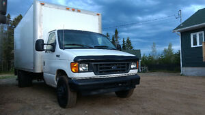 2003 Ford F-450 Cube 26 pieds + tailgate Camionnette