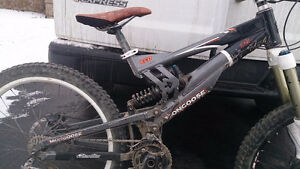 Mongoose EC-D DH Bike Frame and some NEW parts - FOX DHX RC2 Eas