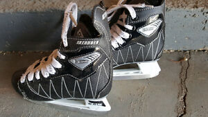 Boys CCM Intruder Size 12