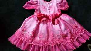 Beautiful dress size 2 Fuschia pink Kitchener / Waterloo Kitchener Area image 5