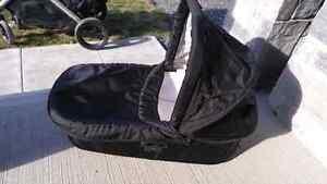 Britax B Ready stroller, B Safe carseat, bassinett and 2nd seat Kingston Kingston Area image 7