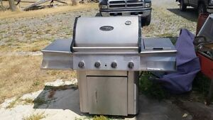 VERY CLEAN, 4 BUNRER VERMONT CASTINGS BBQ