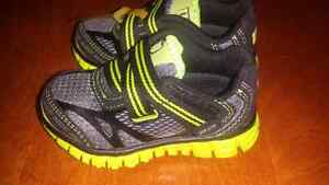 PICK UP ONLY Toddler size 5 Wilsons sneakers
