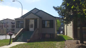 BEAUTIFULL 2 BEDROOM HOUSE FOR RENT IN STRATHCONA! UTILITES INCL
