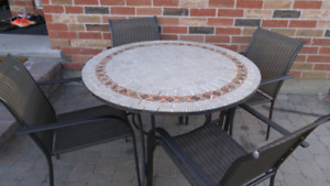 Lauxary round mosaic table
