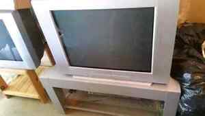 Sony Trinitron 32 inch flat screen TV