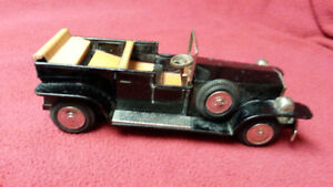 VINTAGE S&E TIN LITHO CONVERTIBLE ANTIQUE AUTO WITH FRICTION