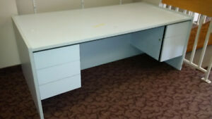 Desk great size, Very sturdy - Six feet long!