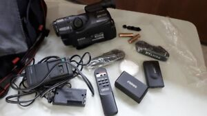 Canon ES750 Video Camcorder Package