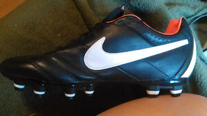 TIEMPO NIKE cleats pink black white