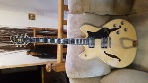HAGSTROM VIKIING DELUXE NATURAL in excellent cond.