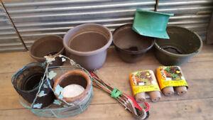GARDENING THINGS, Pots & hangers,