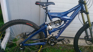 Giant Faith 3 DH Bike Frame & alot of parts - Easton Truvativ