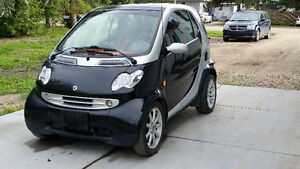 Well-Maintained 2006 Smart Car w/winter tires