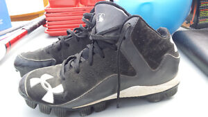 Mint condition Under Armour Baseball Cleats - size 7
