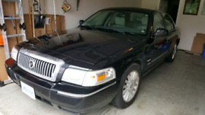 2011 Grand Marquis excellent condition