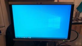 Working - HP LA1905wg 19inch monitor on stand