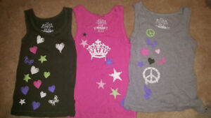 Girls 5/6 tank tops zippers on the side. All for 6$