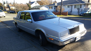 Now Save $400! Classic Luxury Fifth Ave. Low KM Good clean car