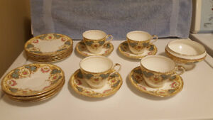 Aynsley Bone China - England - 19 Pieces