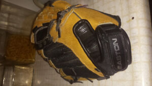 Youth Easton Baseball Glove