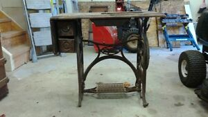 1800 Antique Sewing Table