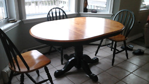 Table, 4 chairs, matching hutch $550