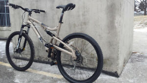 FULLY SUSPENSION MOUNTAIN BIKE,DISC BRAKE,ALMOST NEW,