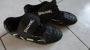 BRAND NEW  SOCCER SHOES SIZE 8 Windsor Region Ontario image 1