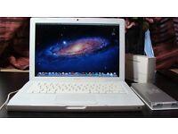 Macbook late 2008 White Apple laptop