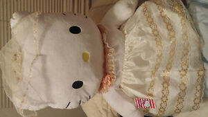 Hello Kitty Bride with veil Large Size. Brand New with Tag.