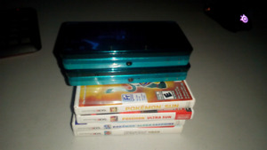 Selling 2 Nintendo 3DS' In good condition + 4 games