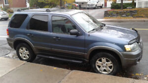 FORD ESCAPE XLT  4x4 EN TRÈS BONNE CONDITION