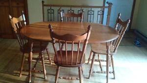 Table en bois et buffet $ négo.