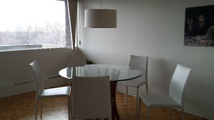 Table ronde en verre/Round Glass Table