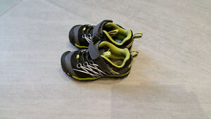 Keen brand shoes size 8- like New!