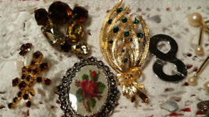 Lots of Vintage Brooches