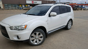 2011 Mitsubishi Outlander XLS fully loaded low km!
