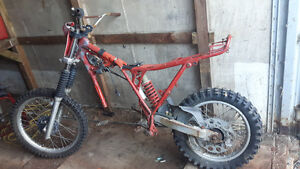 1982 Honda Xr250r rolling chassis, best offer.