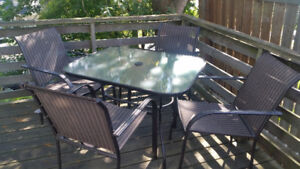 Patio Table and 4 Chairs in Great Condition