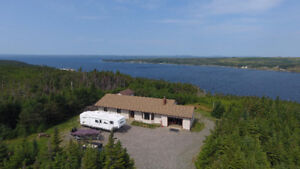 BUNGALOW WITH 4.5 ACRES AND OCEAN VIEW $189,900
